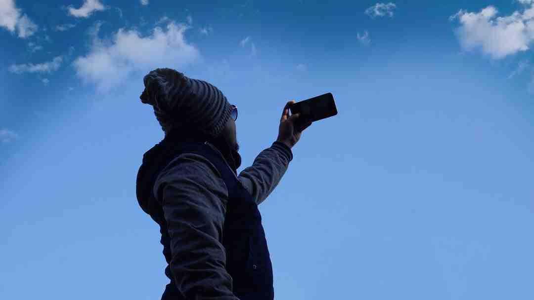 Comment télécharger des photos d'un appareil vers un smartphone?